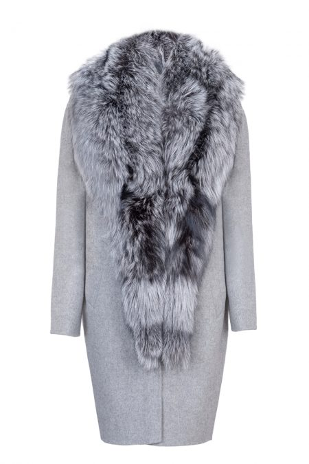 Natural wool & cashmere coat with extravagant fox collar