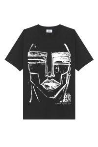Black t-shirt face-min