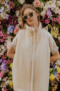 wool west knitted west luxury fabric natural fabric ecological fabric fashion photography coocoomos vilnos liemene megzta liemene naturalus audinys ekologiskas audinys nugara priekis mados fotografija